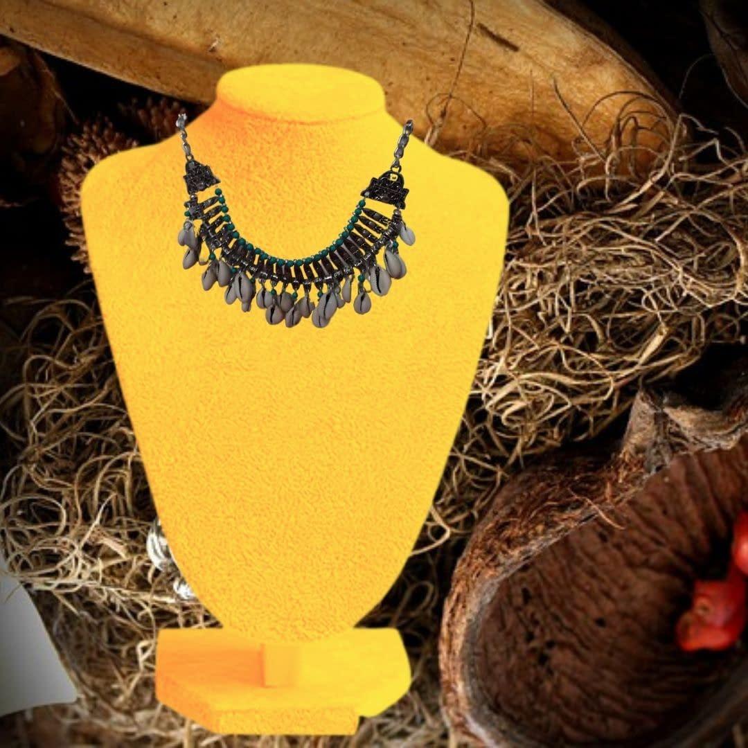 Handmade Green Vintage Necklace 3