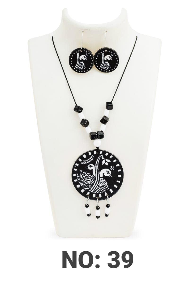 Handmade Black & White Jewellery set wood and beads 4