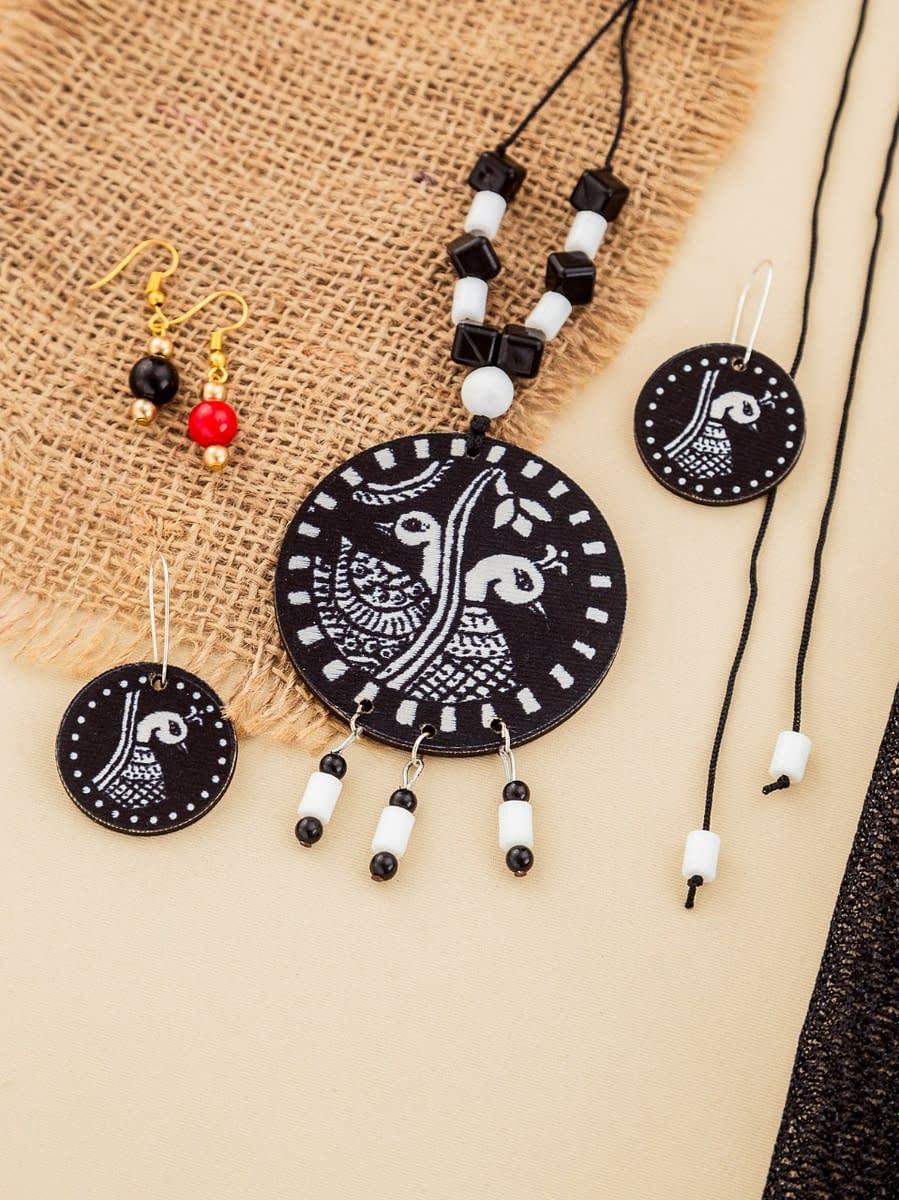 Handmade Black & White Jewellery set wood and beads 3