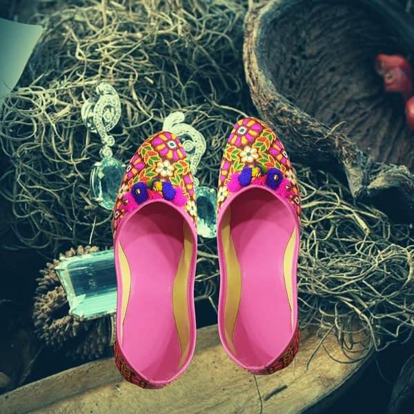 Handmade Beautiful Pink Mojari