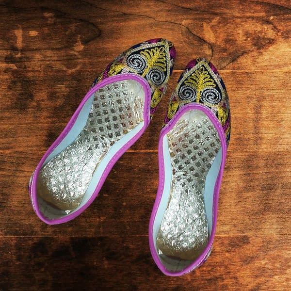 Handmade Golden & Pink Mojari 3