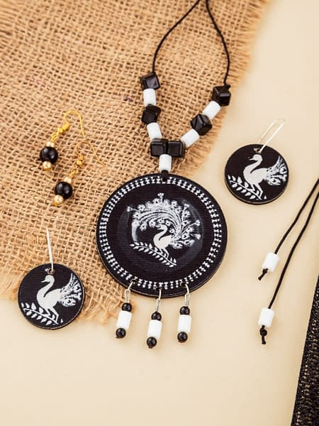 Handmade BW Necklace set and earrings