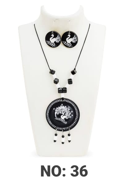 Handmade BW Necklace set and earrings 3