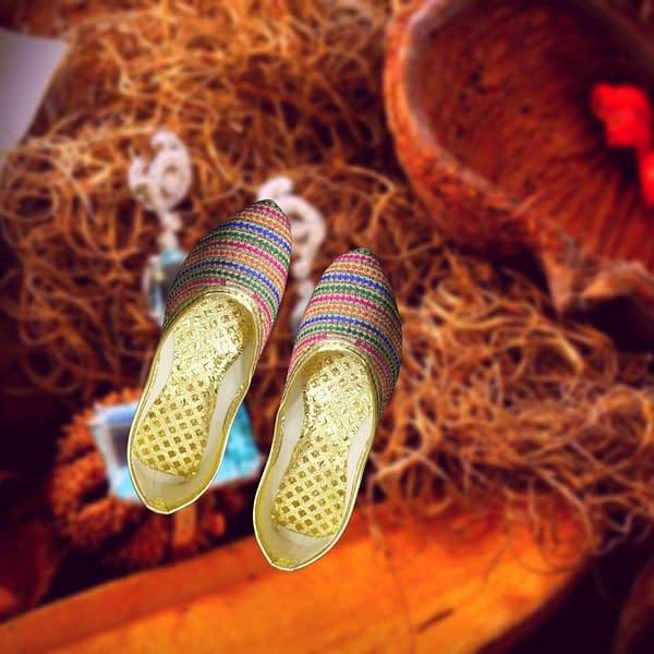 Handmade Rangeen Dhari Mojari